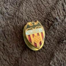 Colecionismo desportivo: PIN DE OJAL ESCUDO EQUIPO DE FÚTBOL VALENCIA CLUB DE FÚTBOL. Lote 208946390