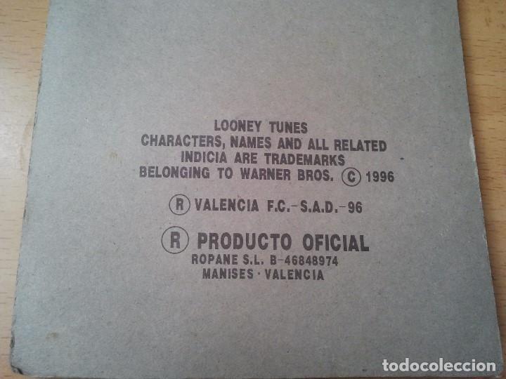 Coleccionismo deportivo: Raro y antiguo iman de futbol del Valencia C. de F. en su blister. Totalmente nuevo. Loone y Tunes. - Foto 5 - 209577450