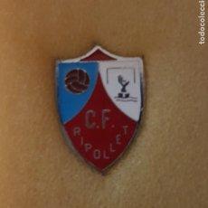 Colecionismo desportivo: PIN C.F. RIPOLLET FEDERACION CATALANA FUTBOL. Lote 209969115