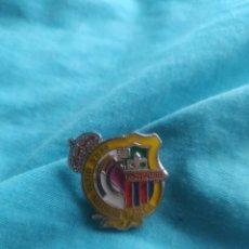 Coleccionismo deportivo: PIN PEÑA MIXTA REAL MADRID BARÇA FINS C BARCELONA PINOS PUENTE. Lote 209992137