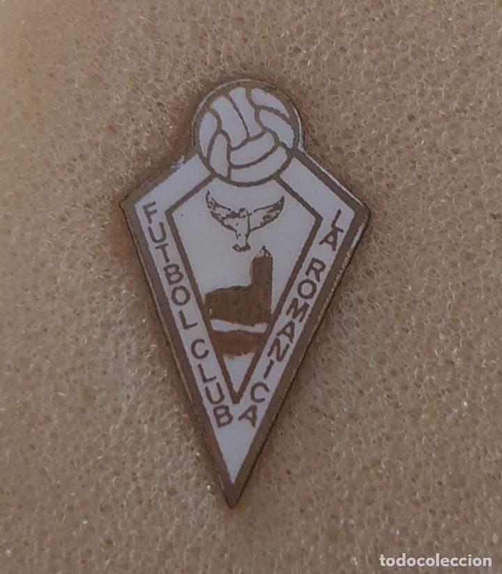 PIN F.C. LA ROMÁNICA DE BARBERÁ DEL VALLES FEDERACION CATALANA FUTBOL (Coleccionismo Deportivo - Pins de Deportes - Fútbol)