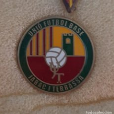 Colecionismo desportivo: PIN UNIÓN FUTBOL BASA JABAC I TERRASSA FEDERACION CATALANA FUTBOL. Lote 210063631