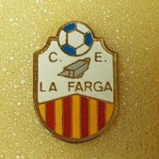 Colecionismo desportivo: PIN C.E. LA FARGA DE SANT CUGAT DEL VALLÉS FEDERACION CATALANA FUTBOL. Lote 210064610
