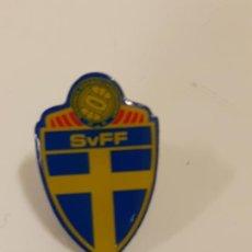 Coleccionismo deportivo: PIN ASOCIACIÓN NATIONAL DE FUTBOL DE SUECIA (2337). Lote 210305061