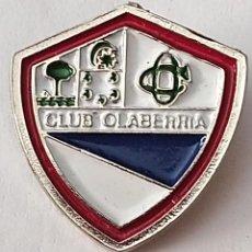 Coleccionismo deportivo: PIN FUTBOL - GUIPUZCOA - OLABERRÍA - CLUB OLABERRIA. Lote 210538926
