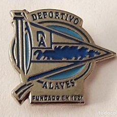 Coleccionismo deportivo: PIN FUTBOL - ARABA - VITÒRIA-GASTEIZ - DEPORTIVO ALAVES. Lote 210543796