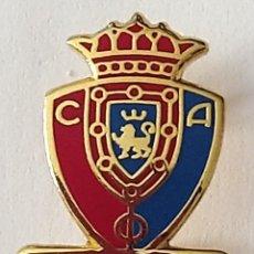 Coleccionismo deportivo: PIN FUTBOL - NAVARRA NAFARROA - PAMPLONA IRUÑA - C.A.OSASUNA - PIN DE AGUJA. Lote 210544482