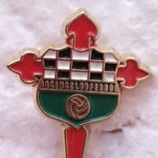 Coleccionismo deportivo: PIN FUTBOL - GALIZA - FERROL - RACING CLUB FERROL. Lote 210544733