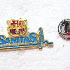 Coleccionismo deportivo: PIN DE DEPORTES. FÚTBOL. FC BARCELONA. CLÍNICAS SANITAS. MEDICINA. HOSPITALES. Lote 210697604
