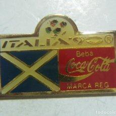Coleccionismo deportivo: PIN DE COCA COLA COPA DEL MUNDO MUNDIAL FÚTBOL ITALIA 90 1990 ESCOCIA. Lote 210734155