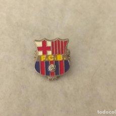 Coleccionismo deportivo: PIN METALICO FCB - *TEMATICA FUTBOL* - 2 CM . BUEN ESTADO.. Lote 210842776