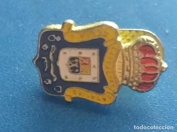 Coleccionismo deportivo: PIN DE LA UD UNION DEPORTIVA LAS PALMAS DE GRAN CANARIA FUTBOL ESCUDO. PIN INSIGNIA. OJAL DE SOLAPA. - Foto 5 - 210103525