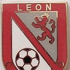 Collezionismo sportivo: CLUB FUTBOL - LEON - CD EJIDO - ESMALTADO. Lote 212709390
