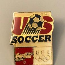 Coleccionismo deportivo: PIN FEDERACION USA FUTBOL - EQUIPO OLIMPICO - COCA COLA. Lote 212915487