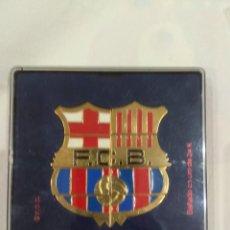 Coleccionismo deportivo: ESCUDO OFICIAL F.C. BARCELONA FORMADO POR 8 PINS, BAÑADO EN ORO 24K.. Lote 213446097