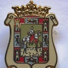 Coleccionismo deportivo: PIN FUTBOL - LEON - SAHAGÚN DE CAMPOS - CF SAHAGÚN DE CAMPOS. Lote 213755323