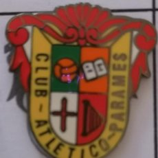 Coleccionismo deportivo: PIN FUTBOL - LEON - SANTA MARIA DEL PARAMO - C.ATLETICO PARAMES. Lote 213756161