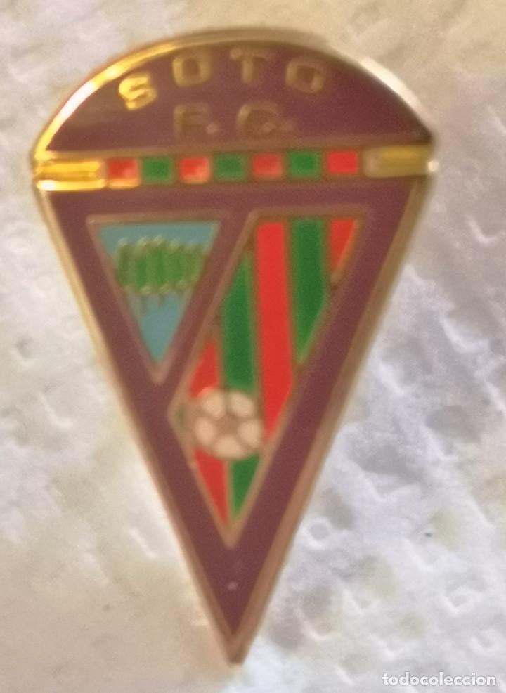 PIN FUTBOL - LEON - SOTO DE LA VEGA - SOTO FC (Coleccionismo Deportivo - Pins de Deportes - Fútbol)