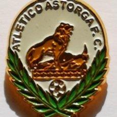 Colecionismo desportivo: PIN FUTBOL - BURGOS - ASTORGA - ATLETICO ASTORGA FC. Lote 214317992