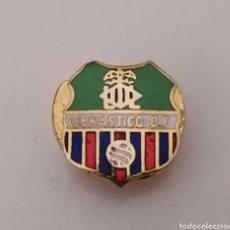 Coleccionismo deportivo: VALENCIA. GIMNASTICO, CF. PIN DE OJAL. Lote 214456151