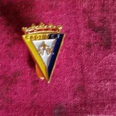 Coleccionismo deportivo: ANTIGUO PIN CADIZ, C.F.. Lote 240699635