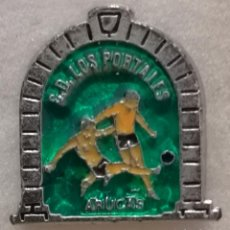 Colecionismo desportivo: PIN FUTBOL - GRAN CANARIA - ARUCAS - CD LOS PORTALES. Lote 216357548