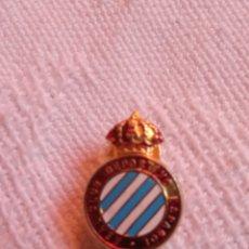 Coleccionismo deportivo: ANTIGUA INSIGNIA OJAL RCD ESPANYOL.FUTBOL.DEPORTE.FCBARCELONA.PERICOS.SARRIA.REAL MADRID.DEPORTE. Lote 218261780