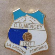 Coleccionismo deportivo: PIN FUTBOL - TENERIFE - SAN CRISTOBAL DE LA LAGUNA - CD MENCEY - ESMALTADO - ALFILER. Lote 218451292