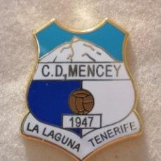 Coleccionismo deportivo: PIN FUTBOL - TENERIFE - SAN CRISTOBAL DE LA LAGUNA - CD MENCEY - ESMALTADO. Lote 218451340