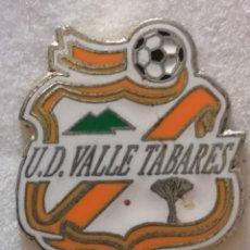 Coleccionismo deportivo: PIN FUTBOL - TENERIFE - SAN CRISTOBAL DE LA LAGUNA - UD VALLE TABARES. Lote 218451458