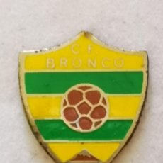 Coleccionismo deportivo: PIN FUTBOL - TENERIFE - SAN CRISTOBAL DE LA LAGUNA - CF BRONCO. Lote 218550630