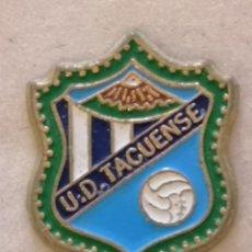 Coleccionismo deportivo: PIN FUTBOL - TENERIFE - SAN CRISTOBAL DE LA LAGUNA - UD TACUENSE. Lote 218550641