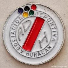Colecionismo desportivo: PIN FUTBOL - GRAN CANARIA - LAS PALMAS - AD HURACAN. Lote 218725016