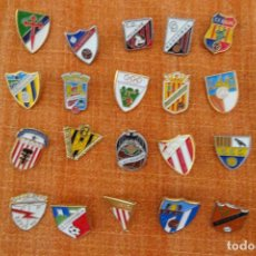 Colecionismo desportivo: 20 PINS DE FÚTBOL. Lote 220176400