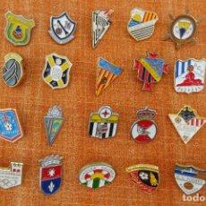 Coleccionismo deportivo: 20 PINS DE FÚTBOL. Lote 220179760