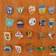 Coleccionismo deportivo: 20 PINS DE FÚTBOL. Lote 220181880