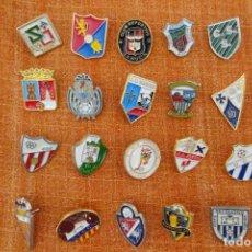 Coleccionismo deportivo: 20 PINS DE FÚTBOL. Lote 220183837