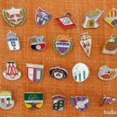 Coleccionismo deportivo: 20 PINS DE FÚTBOL. Lote 220184315