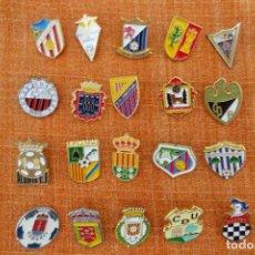 Collezionismo sportivo: 20 PINS DE FÚTBOL. Lote 220184392