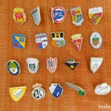 Coleccionismo deportivo: 20 PINS DE FÚTBOL. Lote 220185040