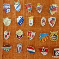 Coleccionismo deportivo: 20 PINS DE FÚTBOL. Lote 220185588