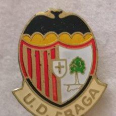 Coleccionismo deportivo: PIN FUTBOL - HUESCA - FRAGA - U.D. FRAGA - AGUJA. Lote 220805482
