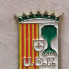 Coleccionismo deportivo: PIN FUTBOL - HUESCA - FRAGA - U.D. FRAGA. Lote 220805507