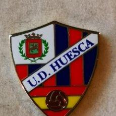 Coleccionismo deportivo: PIN FUTBOL - HUESCA - SD HUESCA - ESMALTADO. Lote 220806226