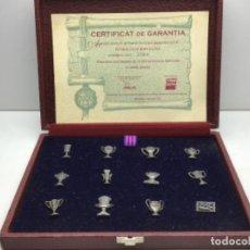 Coleccionismo deportivo: F.C. BARCELONA - ESTUCHE MUNDO DEPORTIVO CON 12 PINS COPAS DEL BARÇA - CON CERTIFICADO NUMERADO. Lote 220856191