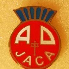 Coleccionismo deportivo: PIN FUTBOL - HUESCA - JACA - AD JACA. Lote 220923880
