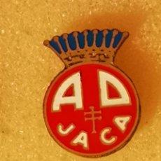 Coleccionismo deportivo: PIN FUTBOL - HUESCA - JACA - AD JACA. Lote 220923915