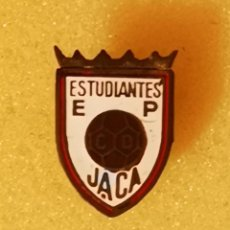 Coleccionismo deportivo: PIN FUTBOL - HUESCA - JACA - EP ESTUDIANTES JACA - SOLAPA. Lote 220924406