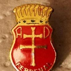 Coleccionismo deportivo: PIN FUTBOL - HUESCA - JACA - AD FERRENAL. Lote 220924858