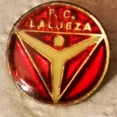 Coleccionismo deportivo: PIN FUTBOL - HUESCA - LALUEZA - FC LALUEZA. Lote 220926136